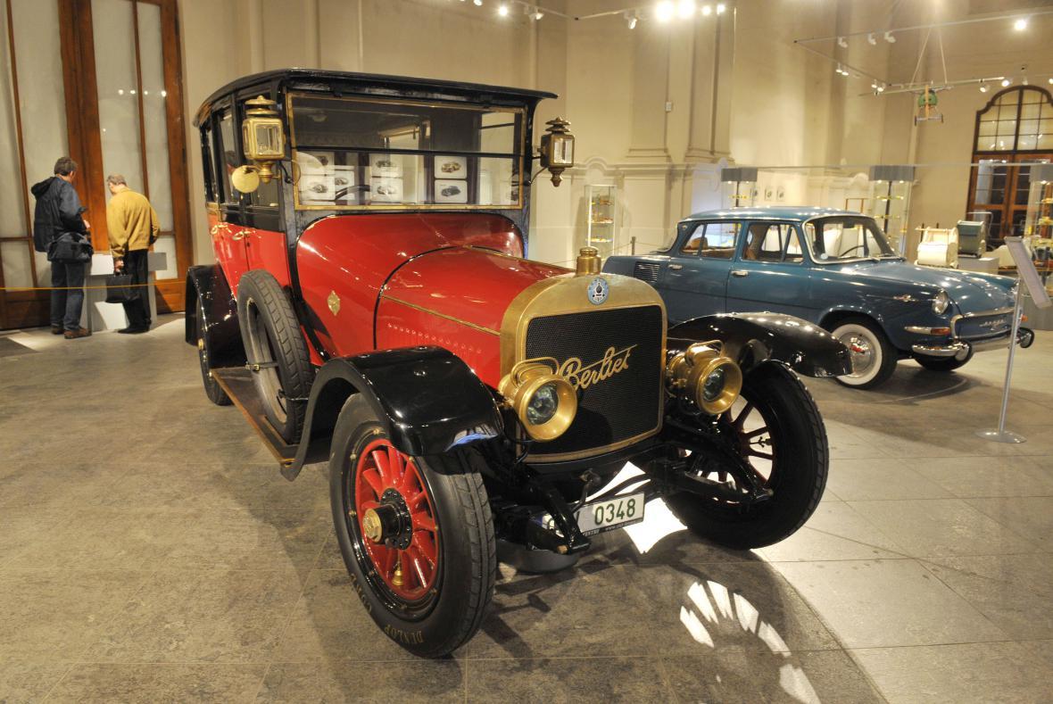 Výstava Dědeček automobil