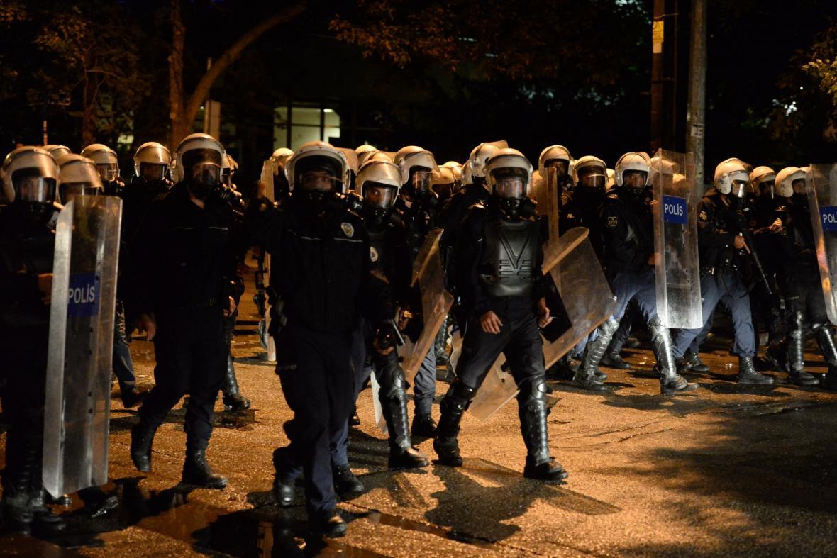 Zásah turecké policie proti demonstrantům v Ankaře