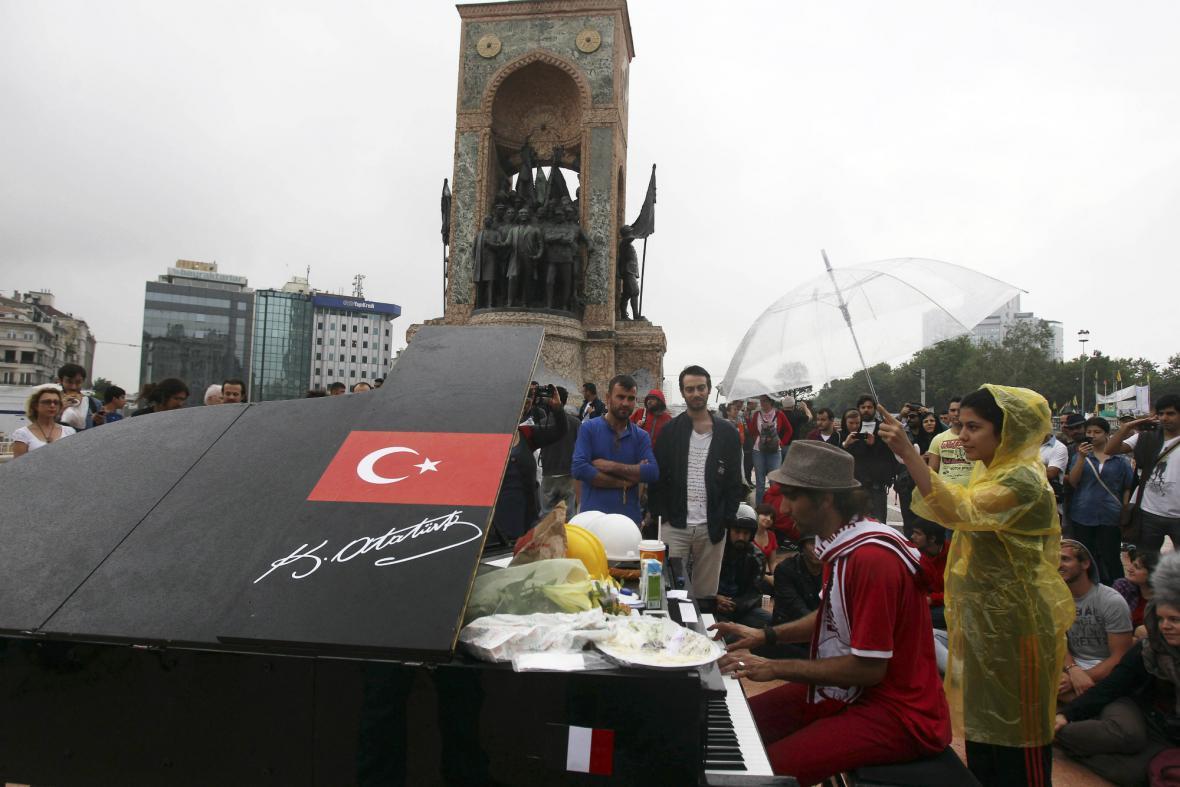 Protestní akce na Taksimském náměstí