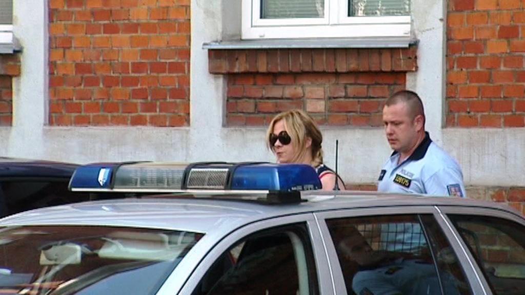 Jana Nagyová při převozu k soudu