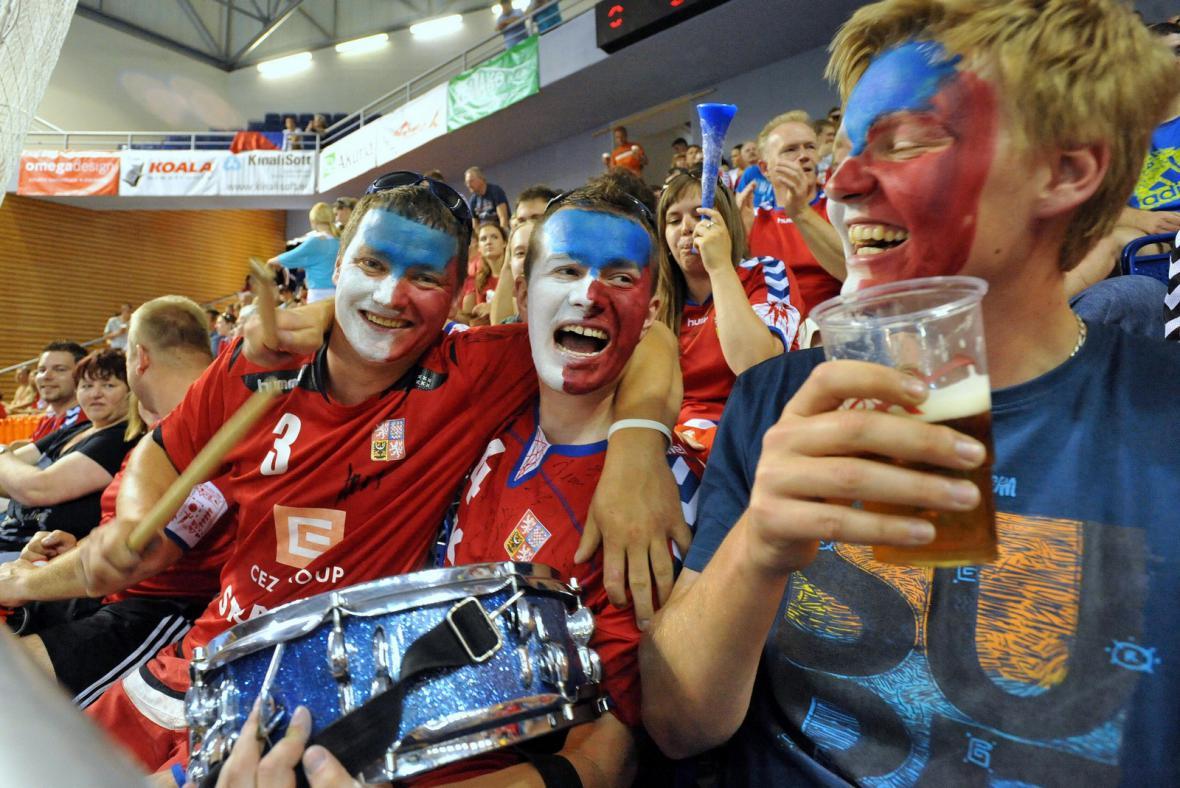 Radující se čeští fanoušci
