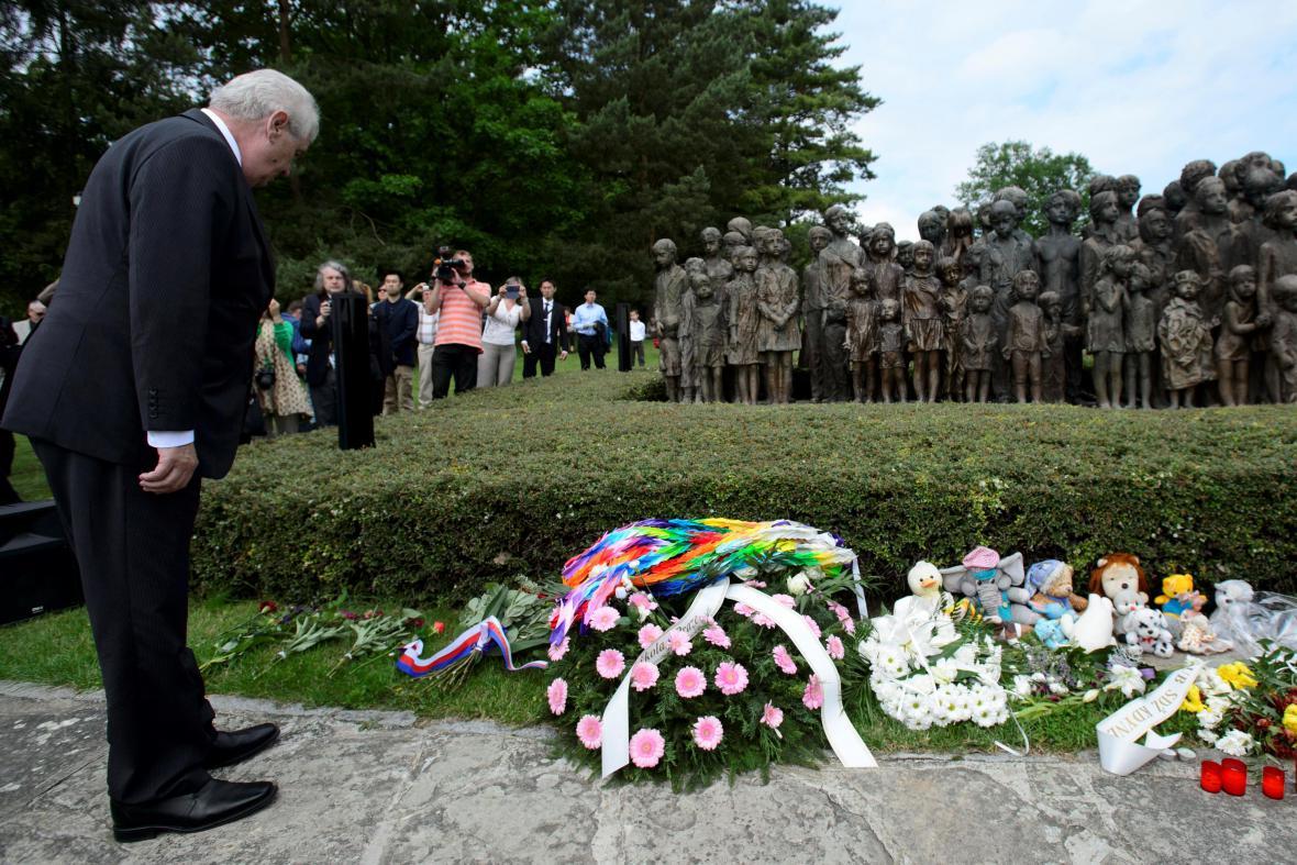 Miloš Zeman při 71. výročí vypálení Lidic