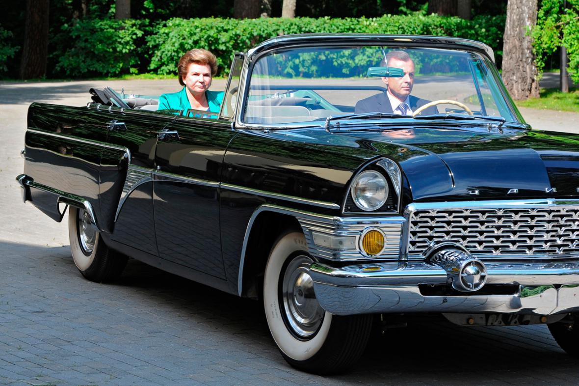 Valentina Těreškovová přijíždí v Čajce k prezidentu Putinovi