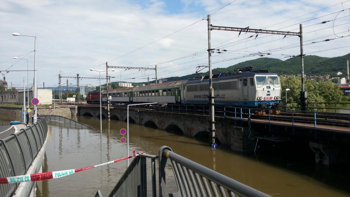 Povodňový pendl z ústeckého hlavního nádraží míří na západní nádraží
