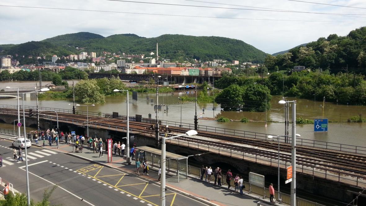 Voda v centru Ústí nad Labem, pohled směrem na Střekov