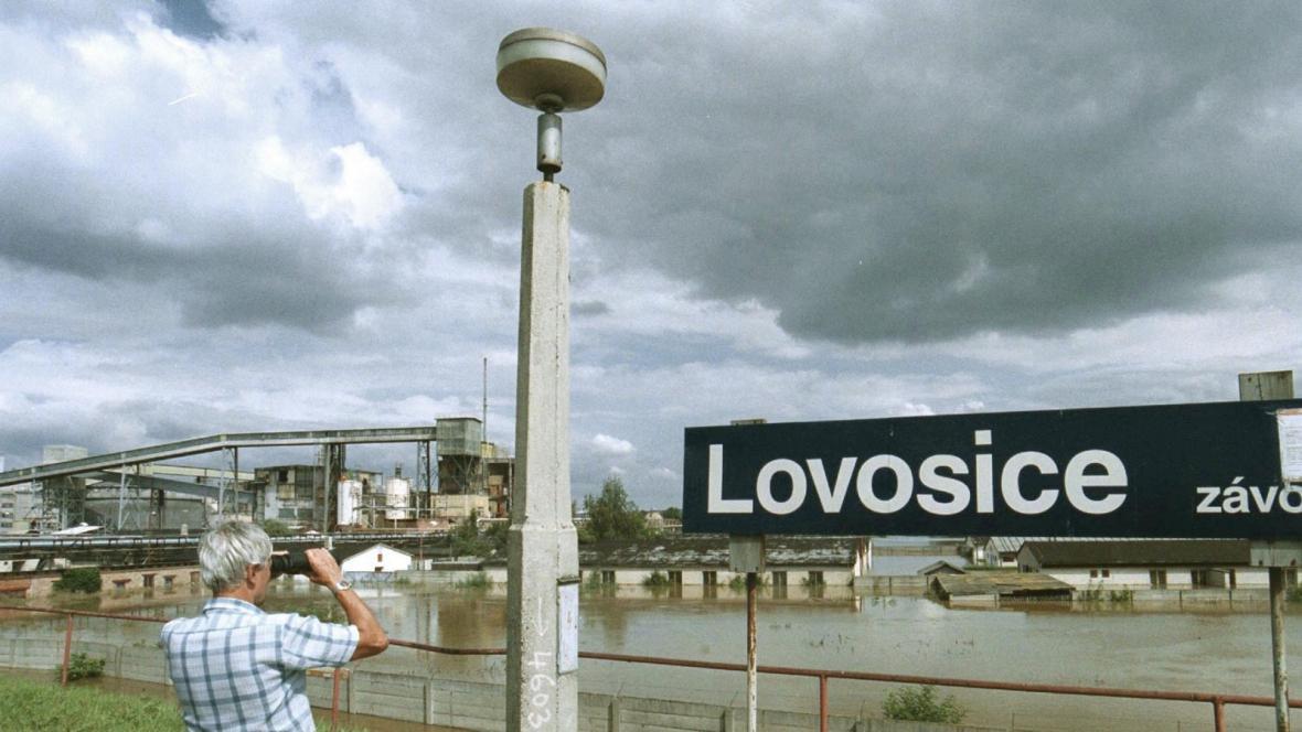 Zaplavený areál Lovochemie Lovosice, rok 2002