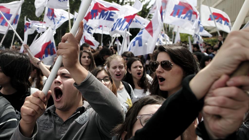Řecká demonstrace kvůli ukončení vysílání veřejnoprávní televize