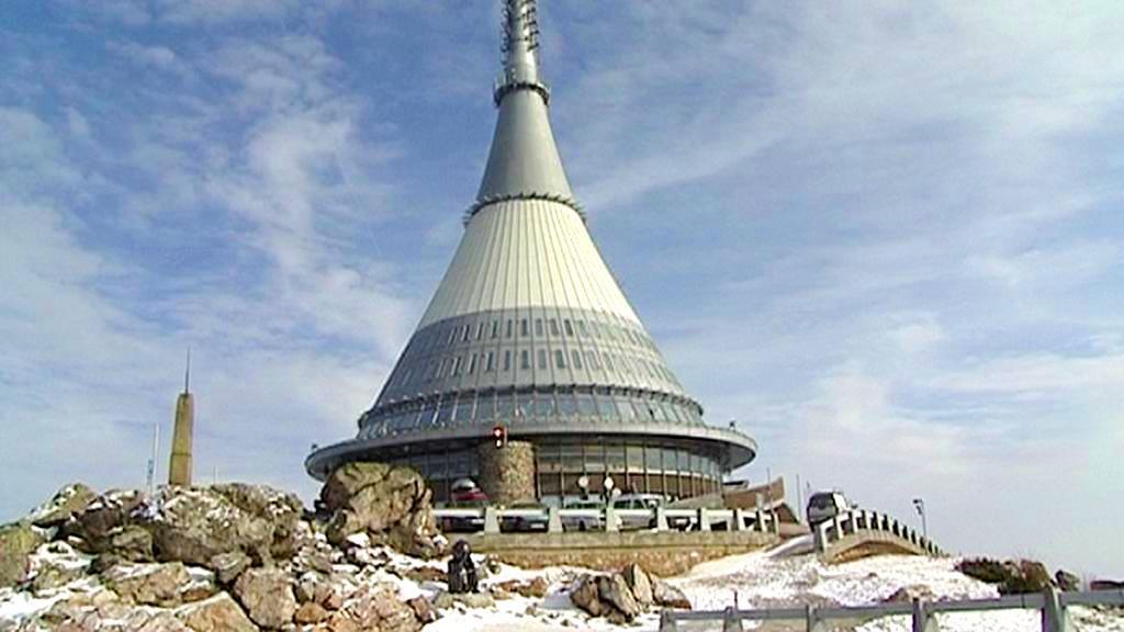 Horský hotel a vysílač na Ještědu