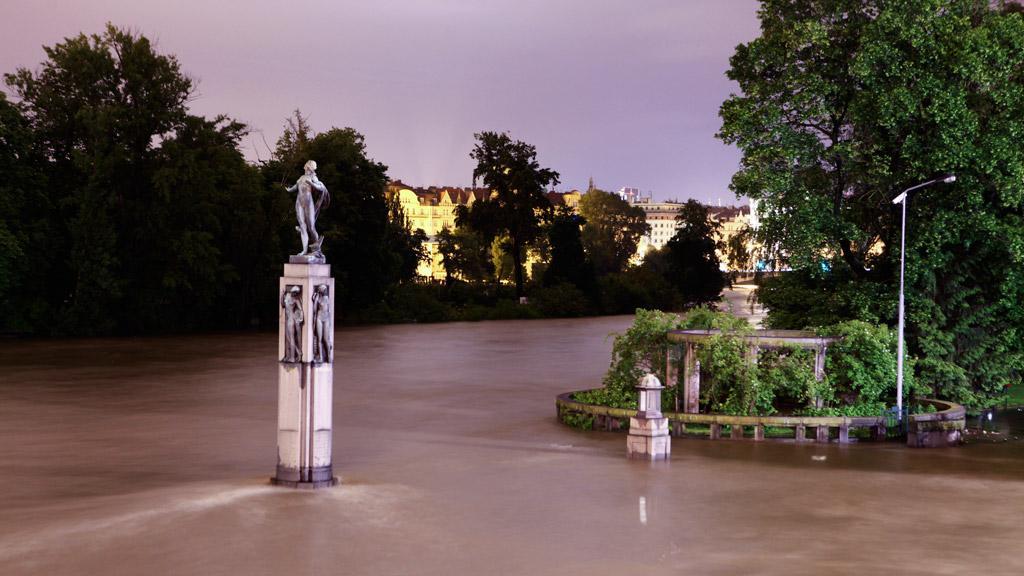 Socha Vltavy a jejích přítoků, které společně zaplavily Prahu