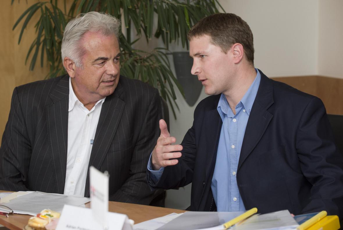 Historik Adrian Portmann-von Arburg (vpravo) a historik a politolog Jan Rataj