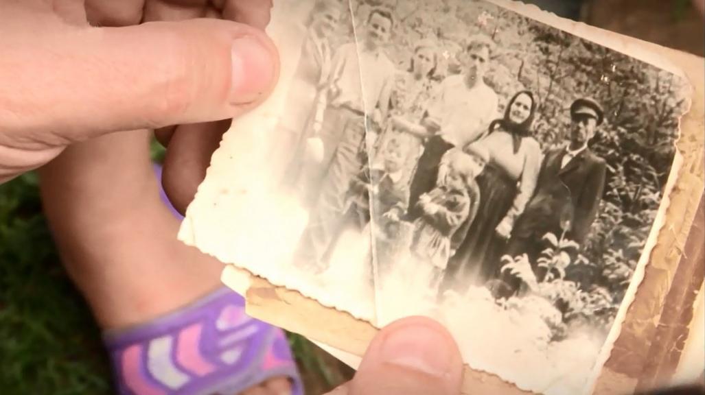 Lepejovi příbuzní ukazují staré fotografie