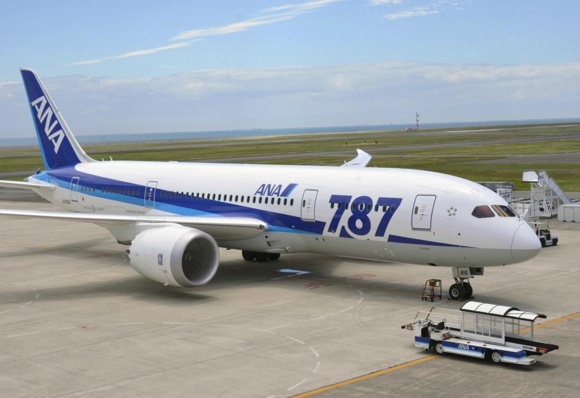 Japonský dreamliner měl potíže s motorem