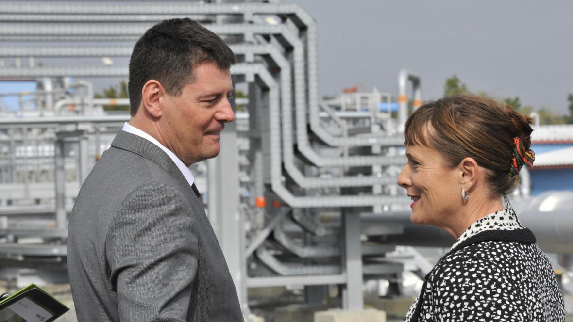 Majitel skupiny KKCG Karel Komárek a předsedkyně Energetického regulačního úřadu Alena Vitásková