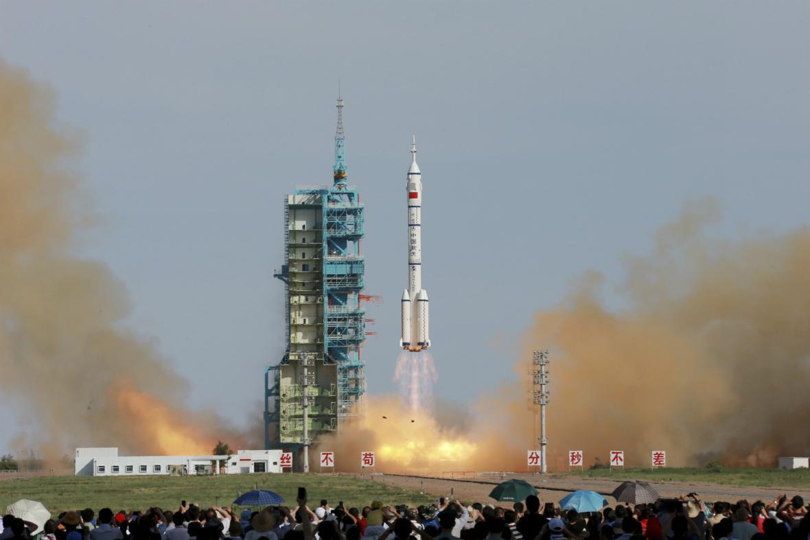 Dlouhý pochod vynesl do vesmíru loď Šen-Čou 10