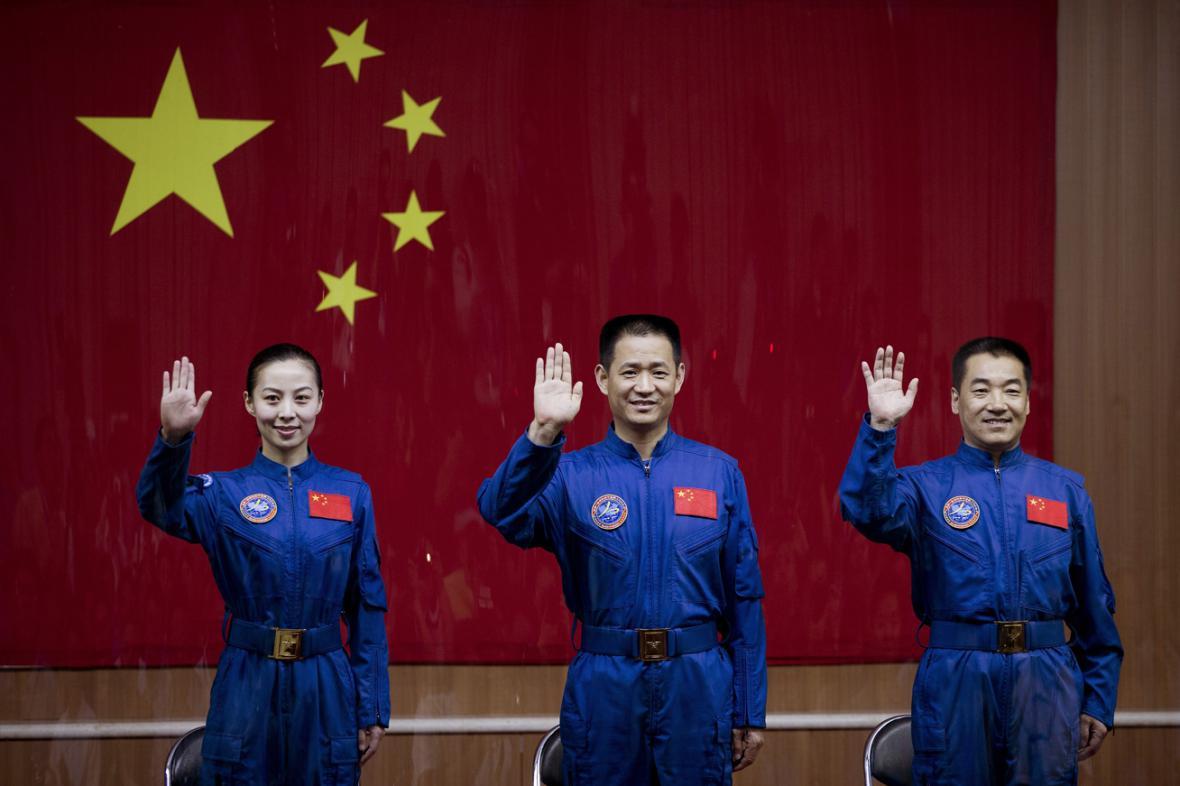 Wang Ja-pching, Nie Chaj-šeng, Čang Siao-kuang