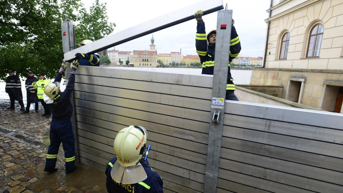 Stavba protipovodňových opatření na Kampě v Praze