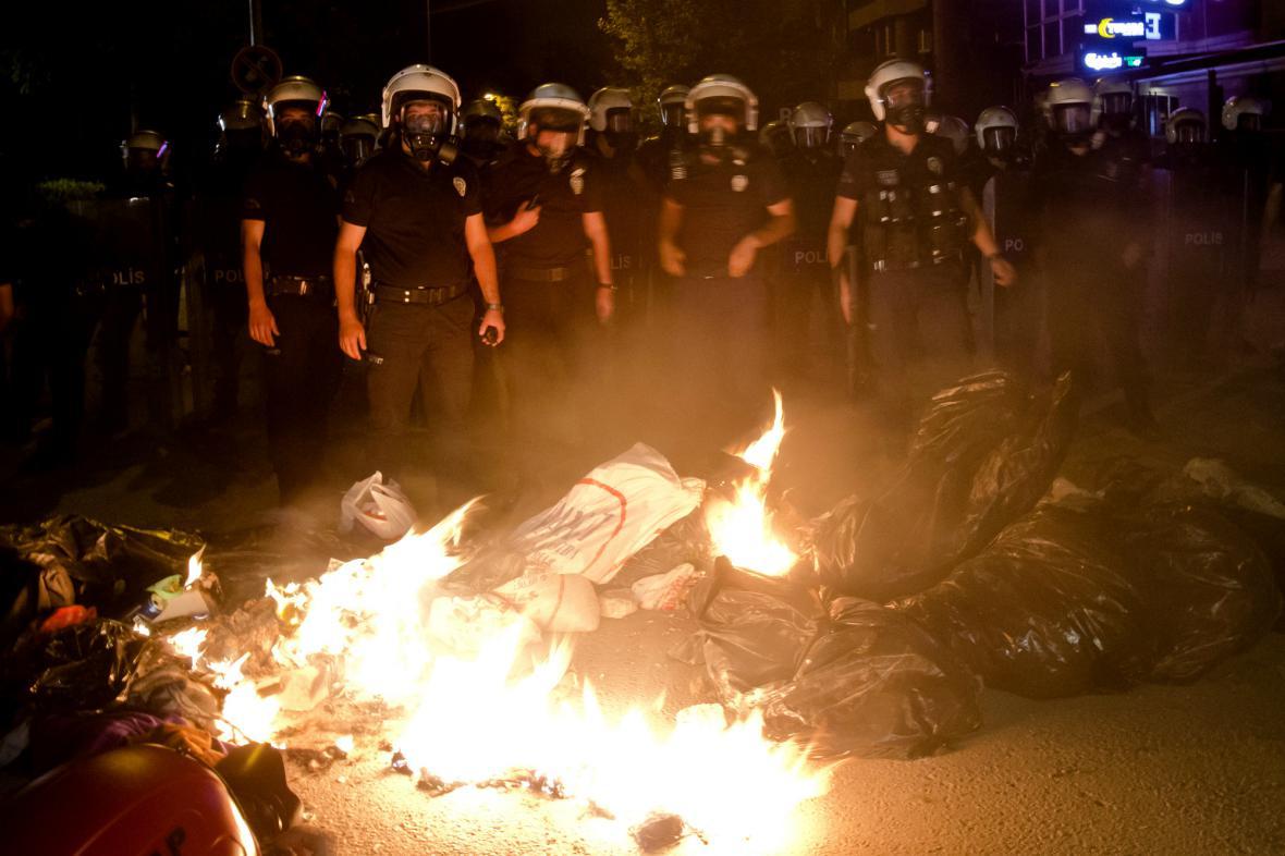 Turecká policie opět zasahovala proti demonstrantům