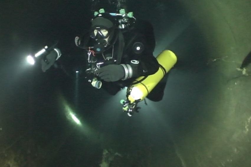 Potápěči pravidelně kontrolují stav aeračních věží