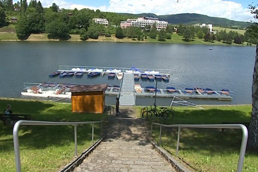 Luhačovická přehrada znovu láká ke koupání