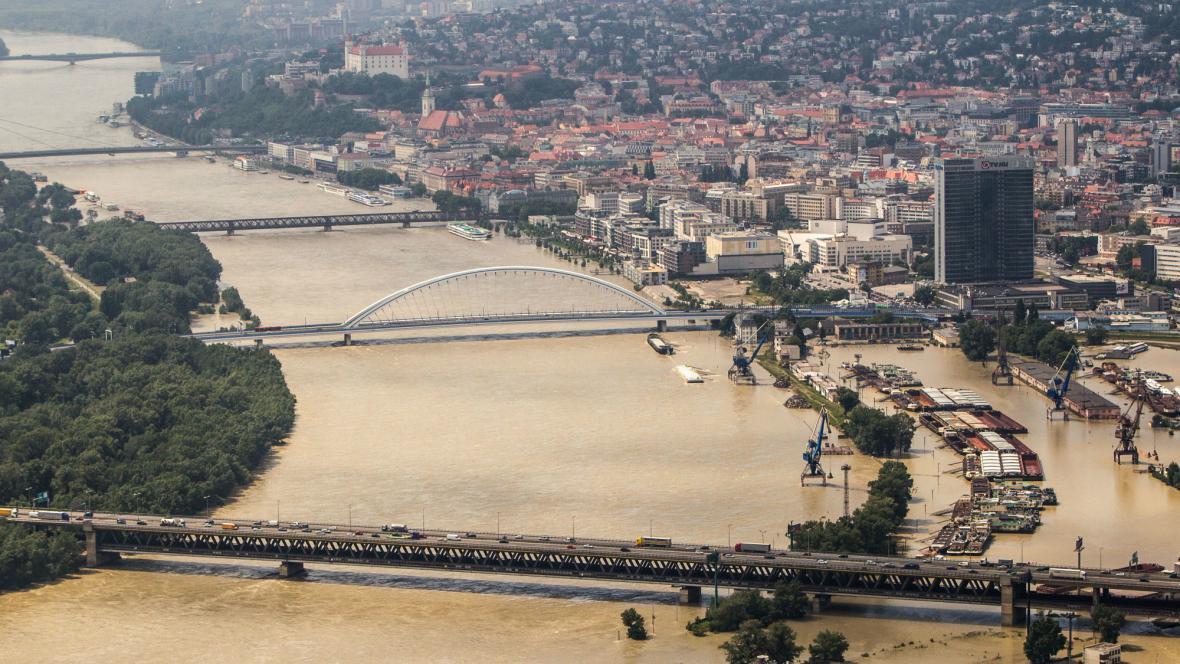 Dunaj při kulminaci v Bratislavě