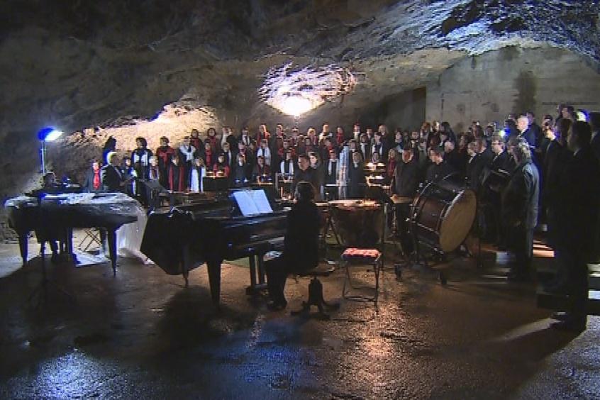 Koncert tří sborů v jeskyni Výpustek v Moravském krasu