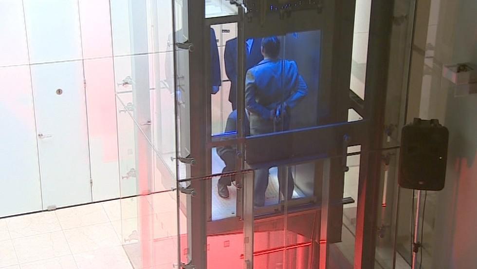 Část představení se odehrávala i ve výtahu
