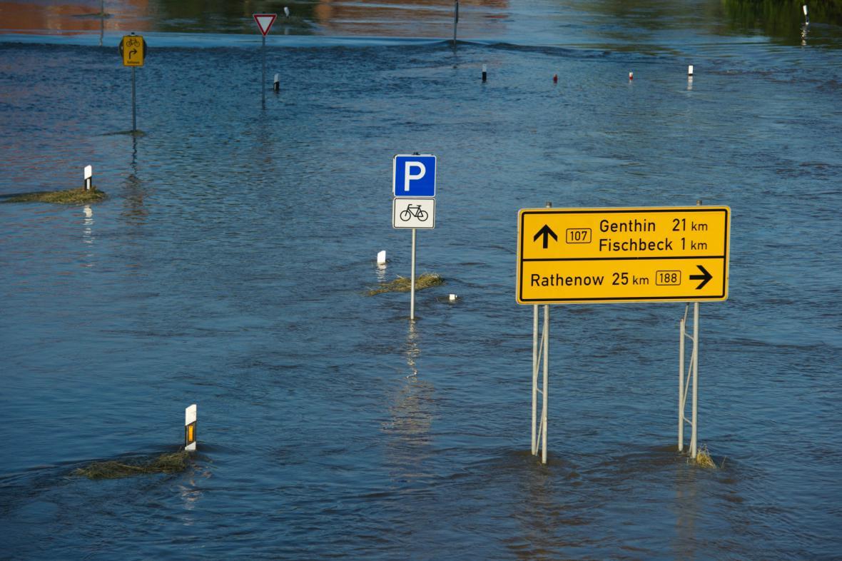 Fischbeck zaplavila voda z protržené hráze