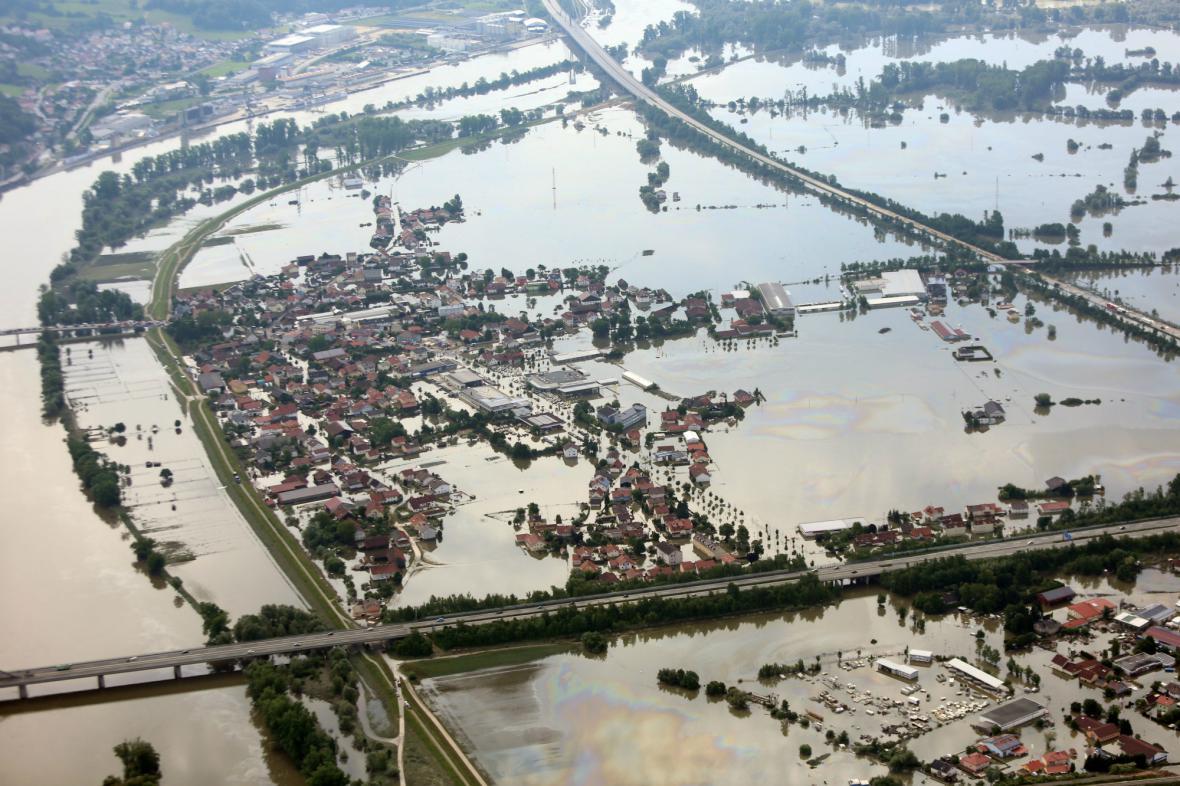 Zaplavené okolí bavorského Deggendorfu