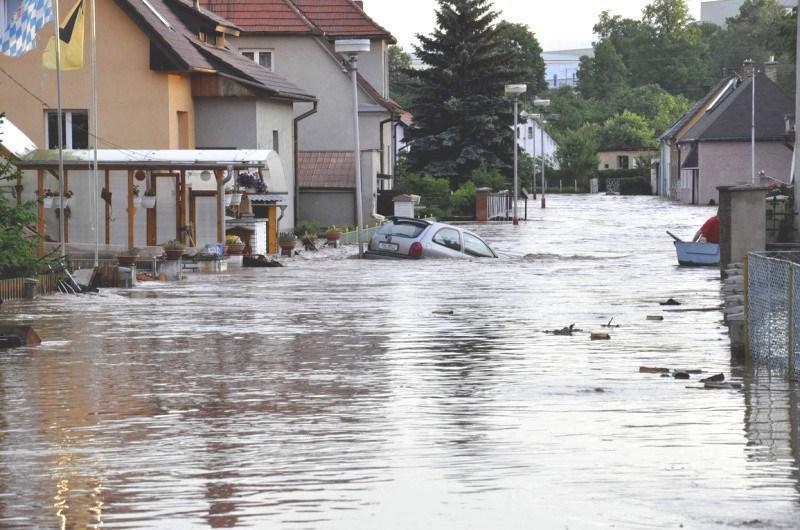 Blesková povodeň v obci Kryry (Lounsko)