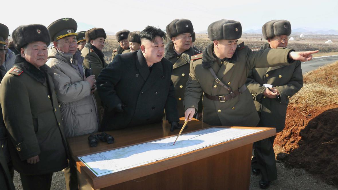 Kim Čong-un a armádní velitelé
