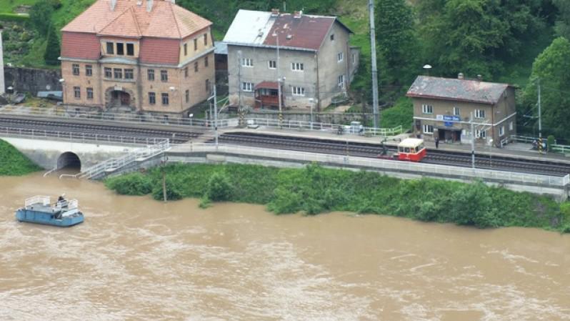 Povodeň u nádraží Dolní Žleb