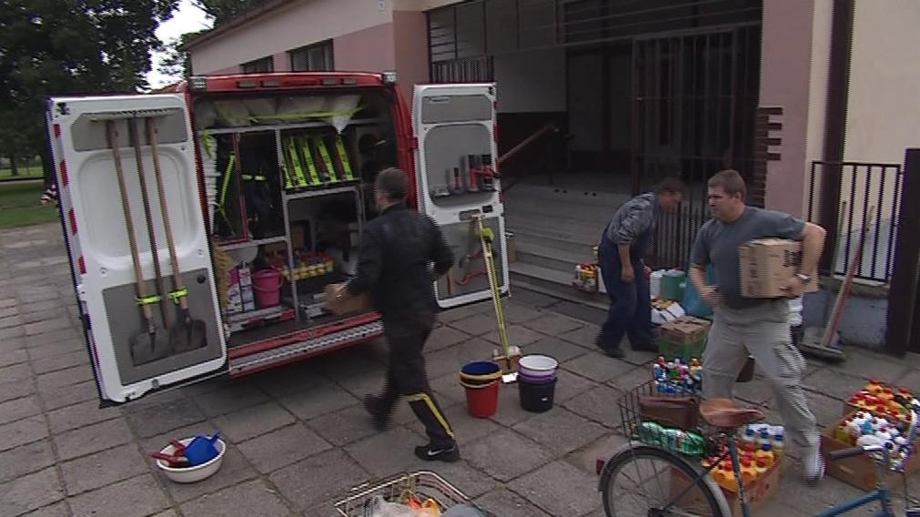 Pomoc od rohatských dobrovolných hasičů míří do Bechyně