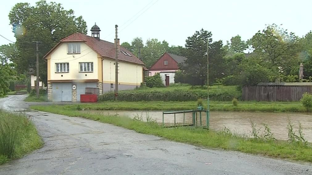 V obci žijí zhruba dvě stovky obyvatel