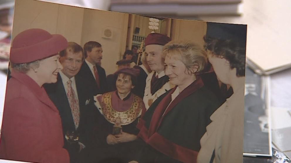 Alena Veselá na setkání s britskou královnou Alžbětou