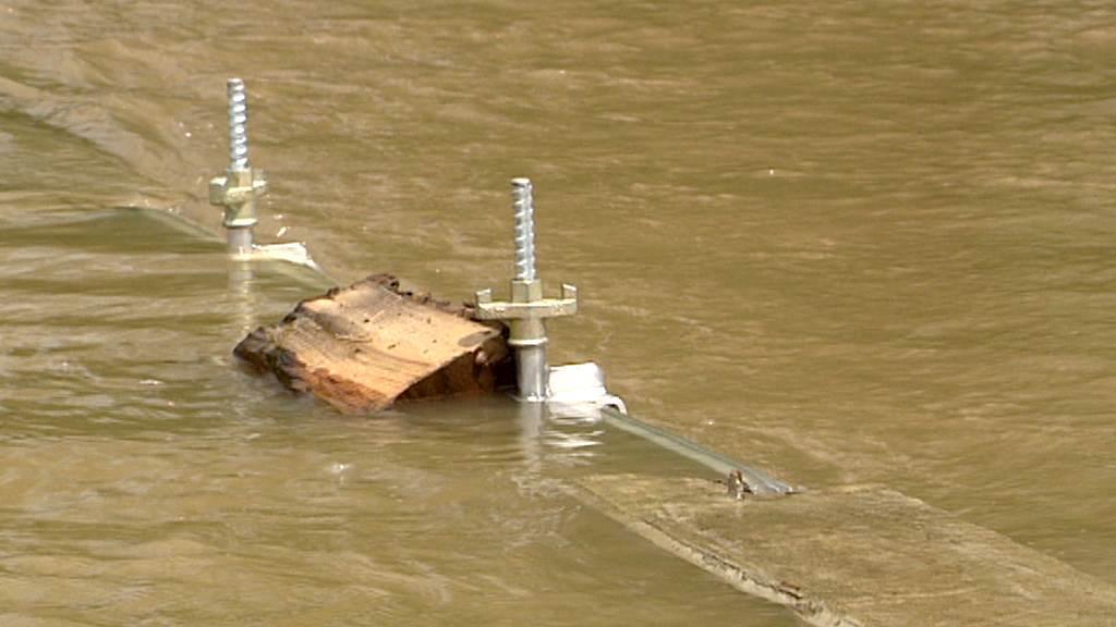 Hráz v Hoříně vydržela, ale voda šla přes.