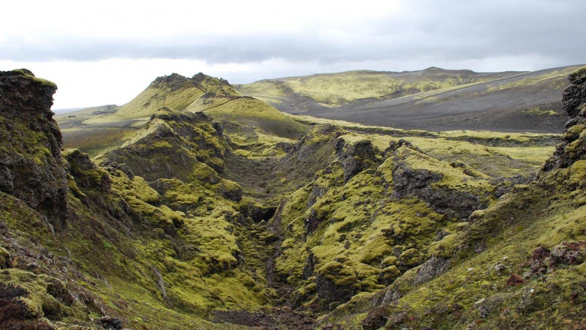 Pohled na prasklinu ve středu sopky Laki