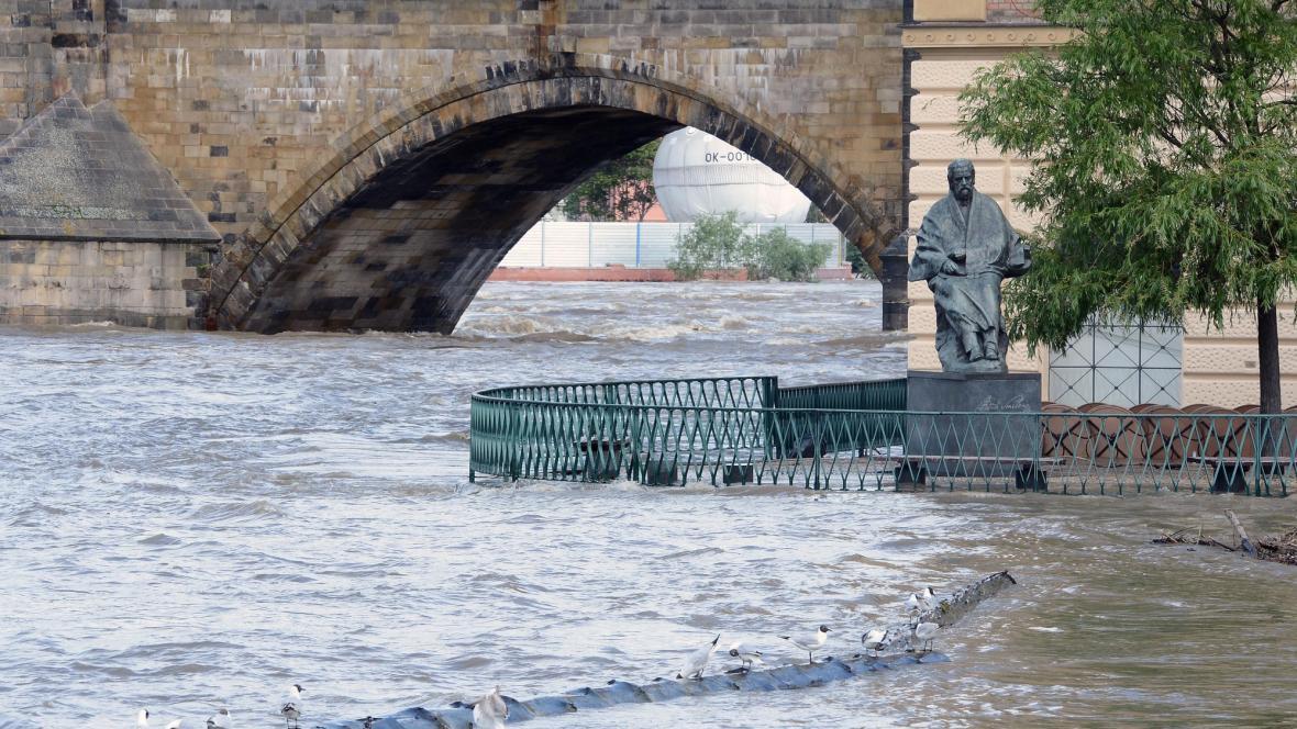 Vltava v Praze během kulminace