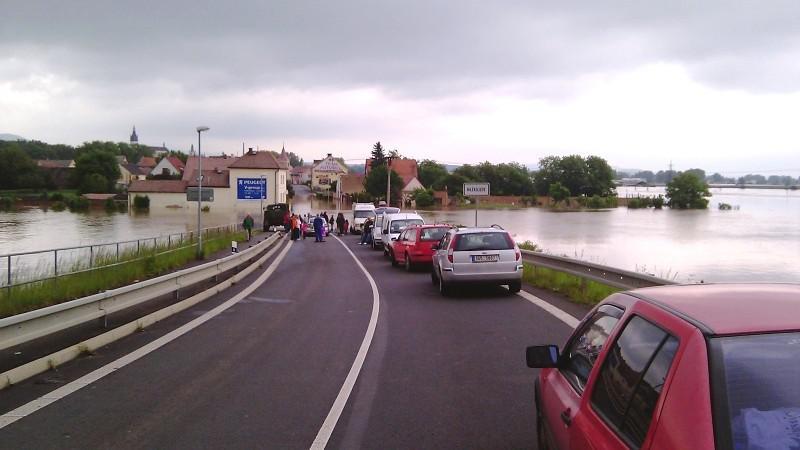 Zaplavená silnice v Mlékojedech