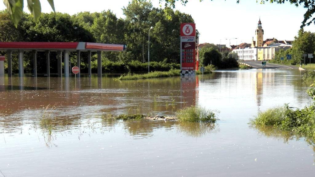 Zaplavená silnice v Lovosicích