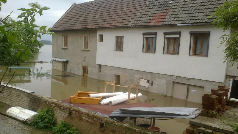Zaplavený dům v Nučnicích (součást Křešic)