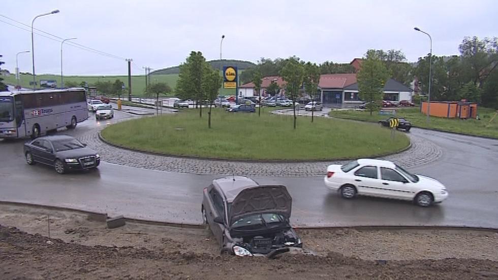 K nehodě došlo na kruhové křižovatce v Kuřimi