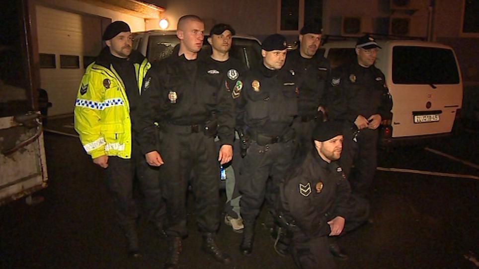 Strážnící před odjezdem