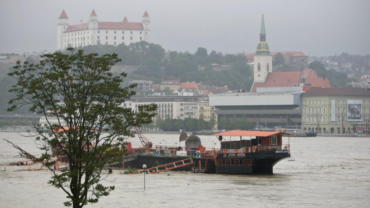 Stoupající Dunaj v Bratislavě