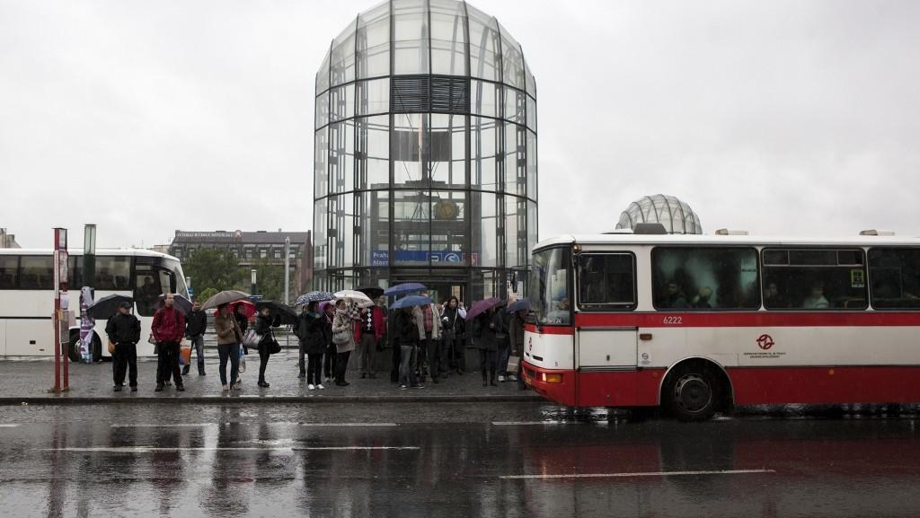 Náhradní doprava ve stanici Hlavní nádraží