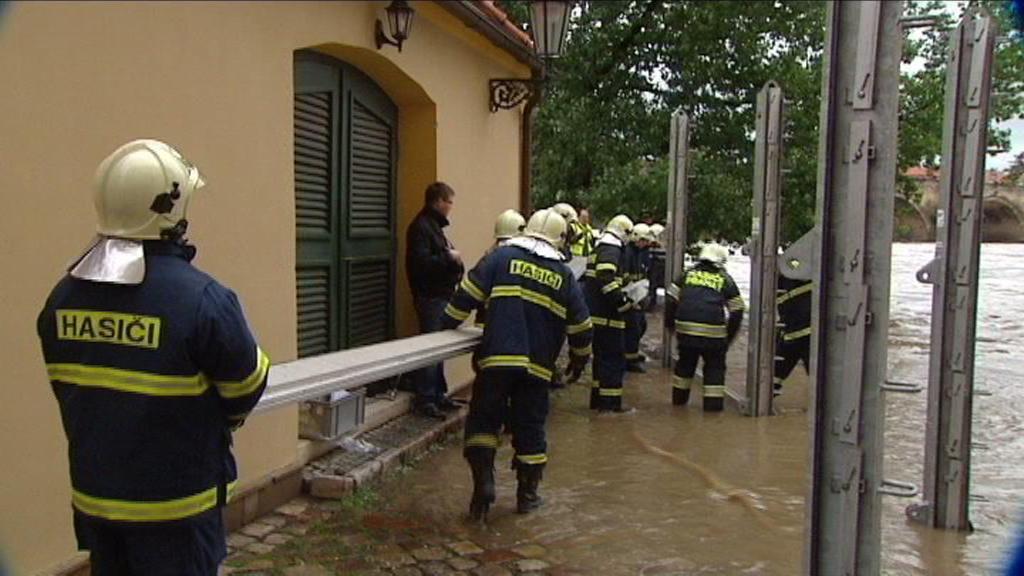 Záchranářské práce při povodních