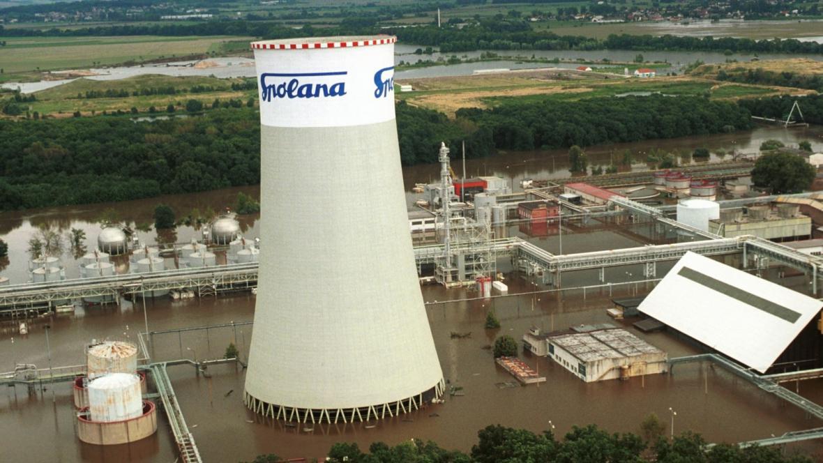 Zaplavená Spolana Neratovice v roce 2002
