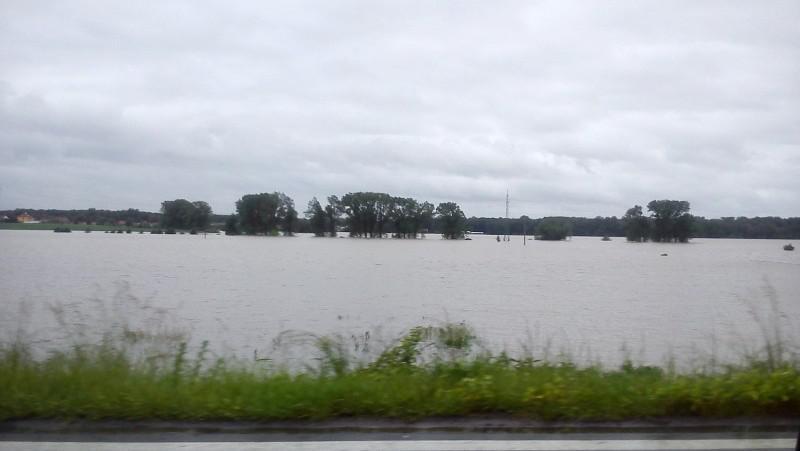 Zaplavené okolí obce Kly