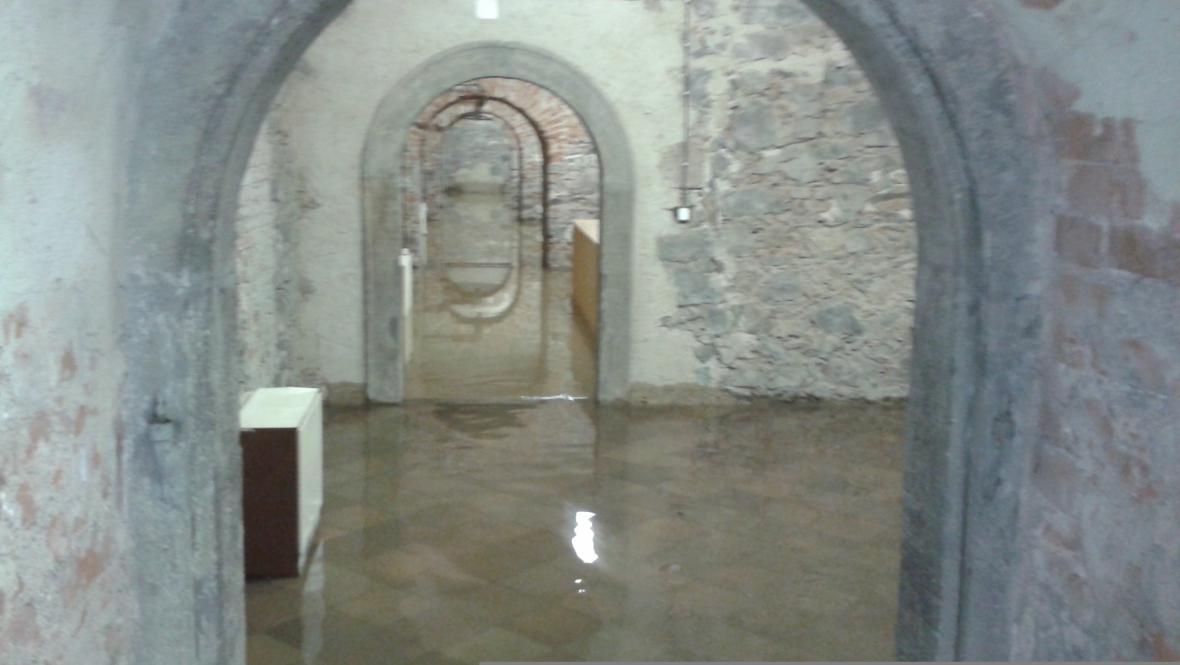 Trojský zámek při povodni 2013