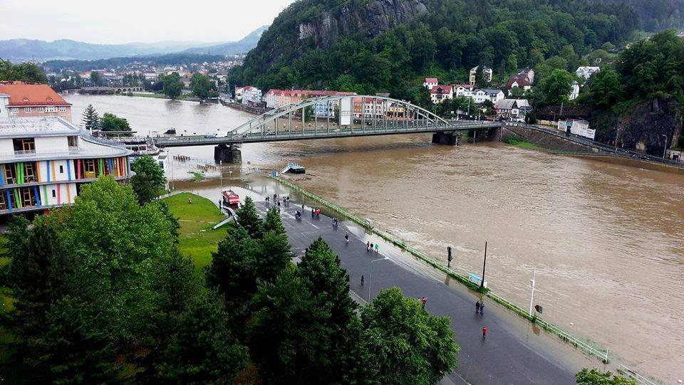 Rozvodněné Labe v Děčíně