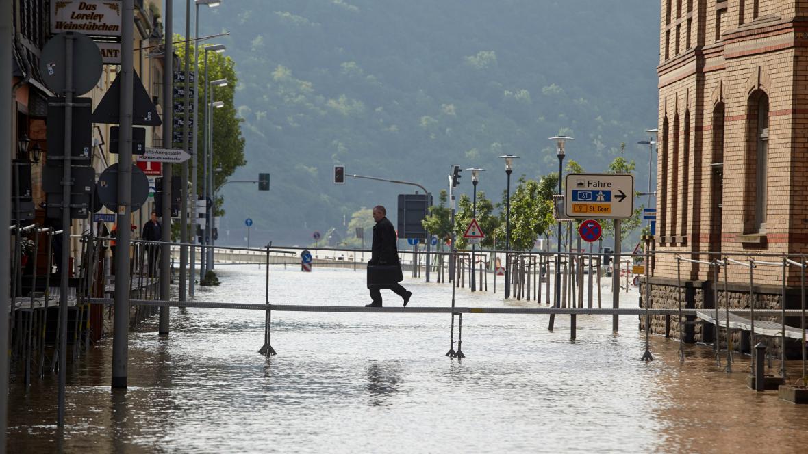 Zaplavené Sankt Goarshausen v Německu
